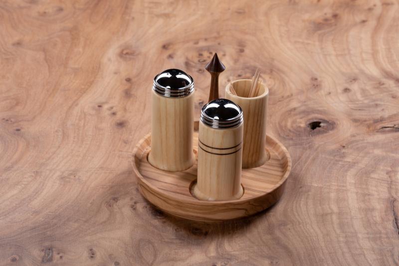 Salt og peber i ask og oliven
